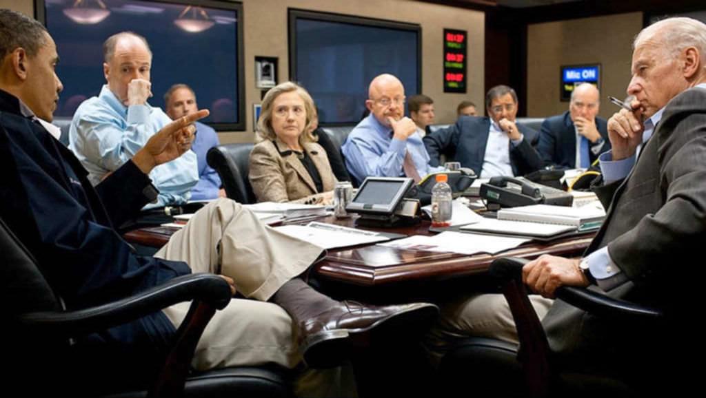 Если убрать мужчин с этих 8 фото, можно увидеть что-то очень тревожное...