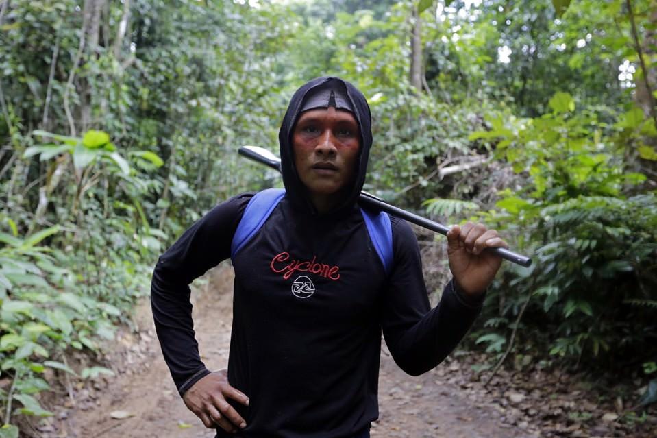 В Бразилии индейцы берут в руки оружие, чтобы спасти леса Амазонки ?Легкие? нашей планеты под угрозой.