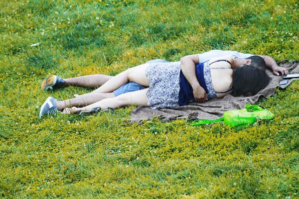 Они занимались непристойностями в парке. И вот какой приговор им вынес судья