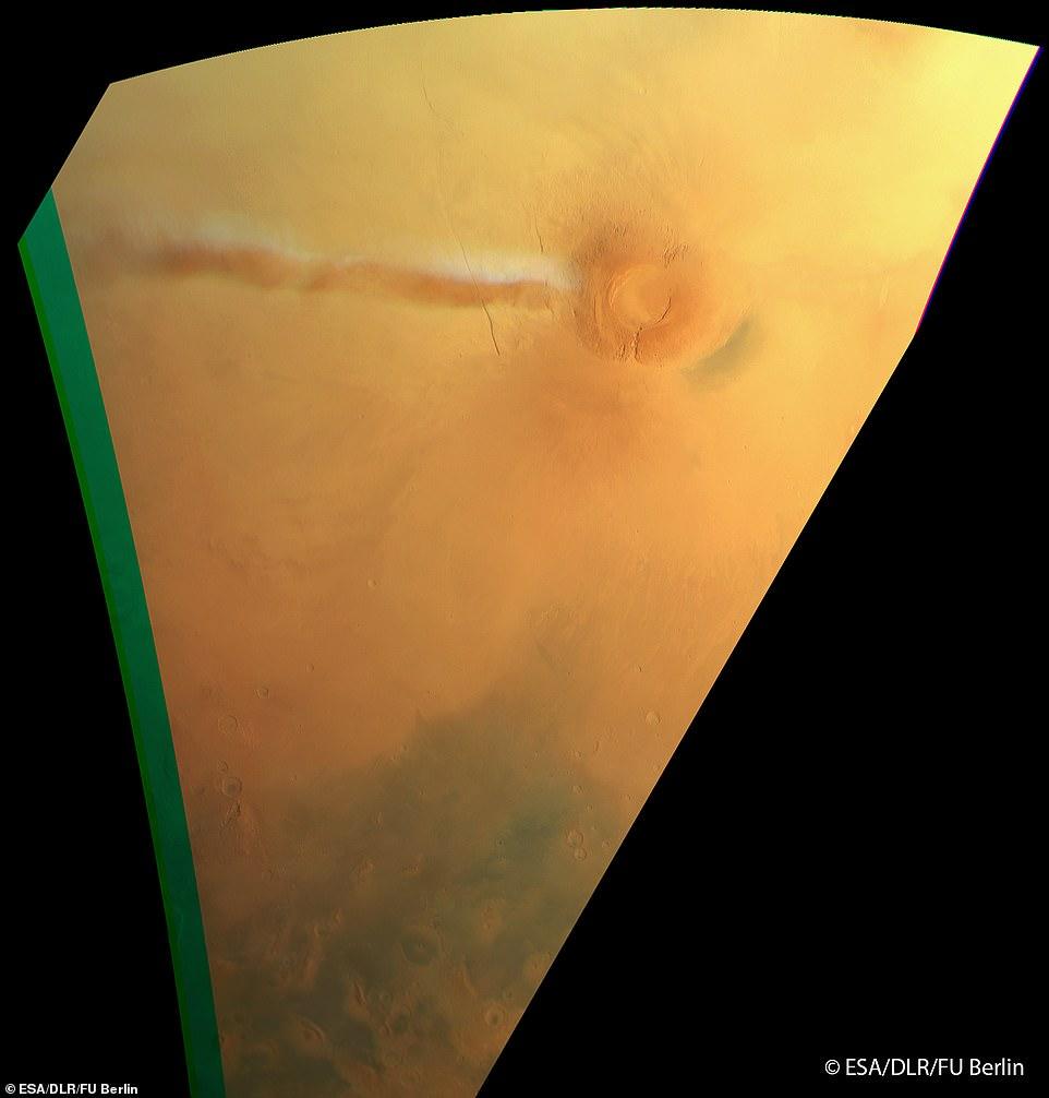 Появилось загадочное облако на Марсе. Наконец-то ученые поняли, что это было Оно висит на Марсом уже третий месяц.