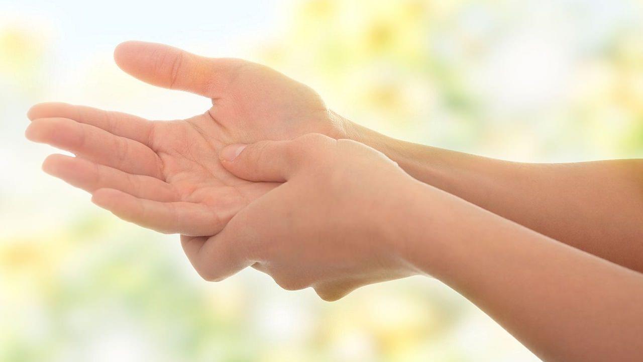 Онемение – важный сигнал, что вам нужно показаться врачу. Вот 5 возможных причин Учтите каждую.